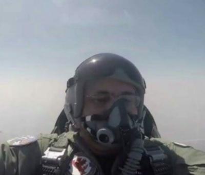 شاہد خاقان عباسی ایف سکسٹین طیارے میں بیٹھ کر جنگی مشقوں کا جائزہ لینے والے پہلے وزیر اعظم بن گئے