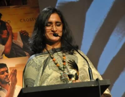 بھارت خود کو 'اپنی ہی آبادی' بناتا جا رہا ہے،وہاں اقلیتوں کا حق مارا جا رہا ہے: ارون دتی رائے