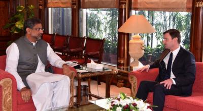 وزیراعظم شاہد خاقان عباسی سے امریکا اور افغانستان کے سفیروں نے الگ الگ ملاقات ، دوطرفہ تعلقات اور باہمی دلچسپی کے امور پر تبادلہ خیال کیاگیا