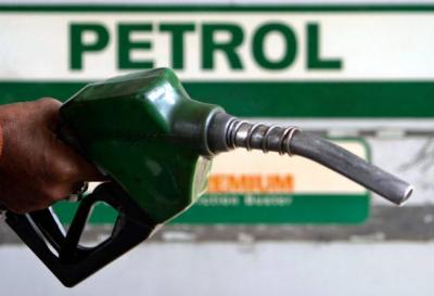 حکومت نے پٹرولیم مصنوعات کی قیمتوں میں اضافے کا اعلان کردیا
