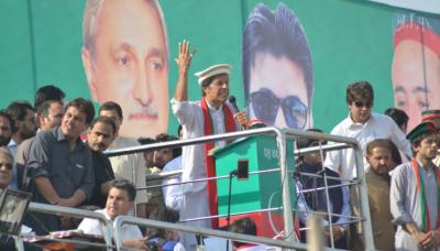 چیئرمین تحریک انصاف عمران خان نے ایک بار پھر سڑکوں پر نکلنے کا عندیہ دے دیا