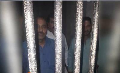 کراچی میں شہریوں کو غیر قانونی حراست میں رکھنے والے3 اہلکاروں کو گرفتار کر کے مقدمہ درج کرلیا گیا ہے۔