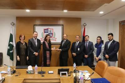 امریکی کونسل جنرل لاہور الزبتھ کینیڈی ٹروڈو نے وفد کے ہمراہ دورہ کیا