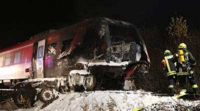 یورپی ملک فن لینڈ میں ٹرین نے فوجی ٹرک کو ٹکرماردی جس کے نتیجے میں تین اہلکاروں سمیت 4افراد ہلاک اور11زخمی