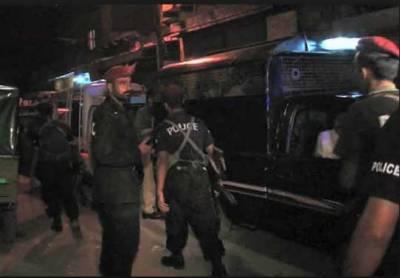 پولیس مقابلے کے بعد ایک زخمی ڈاکو سمیت 2ملزمان کو گرفتار کر لیا
