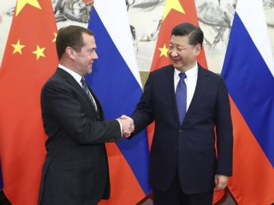 چینی صدر سے روسی وزیر اعظم کی ملاقات، 20 معاہدوں پر بھی دستخط