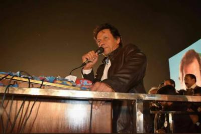 زرداری اور نوازشریف نے ہمیشہ اپنے لیے بیٹنگ کی:چیئرمین پی ٹی آئی عمران خان