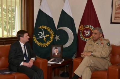 امریکی سفیر ڈیوڈ ہیل اور اردن کی ایئر فورس کے کمانڈر کی آرمی چیف جنرل قمر جاوید باجوہ سے اہم ملاقاتیں،علاقائی سلامتی اور خطے کی مجموعی صورت حال پر تبادلہ خیال کیا گیا