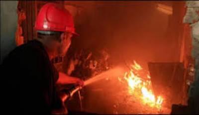 کراچی: اورنگی ٹاؤن میں لکڑی مارکیٹ میں آگ لگ گئی