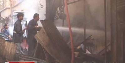 کراچی کےعلاقے اورنگی ٹاؤن دس نمبر کے قریب ٹمبرمارکیٹ میں علی الصبح آگ بھڑک اُٹھی۔