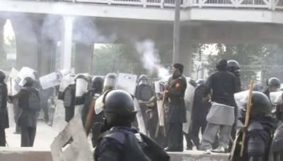 اسلام آباد دھرنے کے خلاف آپریشن، درجنوں مظاہرین گرفتار