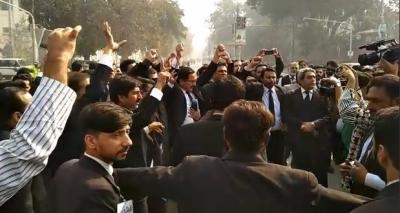 ختم نبوت کے حق میں وکلا بھی سڑکوں پرآ گۓ