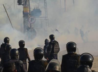 اسلام آباد دھرنے کے خلاف ناکام آپریشن نے شہریوں کی امیدوں پرپانی پھیر دیا, آنسوگیس کے بے دریغ استعمال کے باعث شہری اپنے گھروں اوردفاترمیں محصور