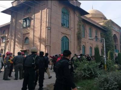 پشاور کی زرعی یونیورسٹی میں دہشتگردوں کا حملہ، 9 افراد شہید 33 زخمی،فورسز اور پاک فوج نے تمام دہشتگردوں کو جہنم واصل کردیا