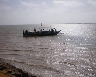 ٹھٹھہ کے قریب سمندر میں کشتی الٹ گئی, المناک حادثے میں اٹھارہ افراد جاں بحق، متعدد لاپتہ