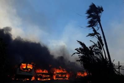کیلی فورنیا کے جنگلات کے بھڑکتے شعلوں نے ایک لاکھ سولہ ہزار رقبے کو جلا ڈالا ہے