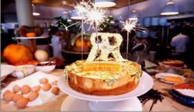 امریکا میں دنیا کا مہنگا ترین چِیزکیک تیار کر لیا Loading ad امریکا میں دنیا کا مہنگا ترین چِیزکیک تیار کر لیا گیا ہے