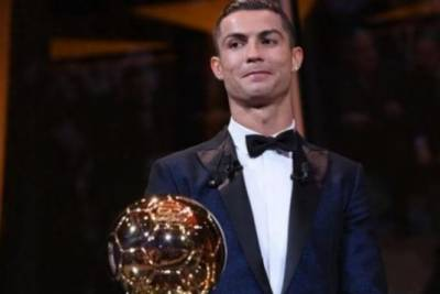 پرتگال کے کرسٹیا نورونالڈوکو'بیلن ڈی اور'ایوارڈ سےنوازہ گیااور رونالڈو سال 2017 کے بہترین فٹ بالر قرار پائے