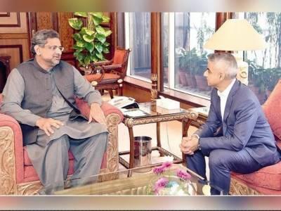 میئرلندن صادق خان کی وفد کے ہمراہ وزیراعظم شاہد خاقان عباسی سے ملاقات۔