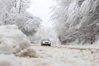 امریکا اور یورپ بھی ان دنوں شدید برفباری کی لپیٹ میں ہیں