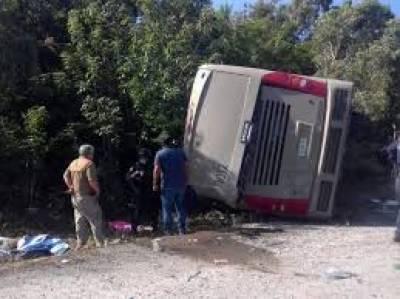 میکسیکو میں سیاحوں کی بس حادثے کا شکار ہوگئی ۔ حادثے کے نتیجے میں بارہ مسافر ہلاک ہوگئے