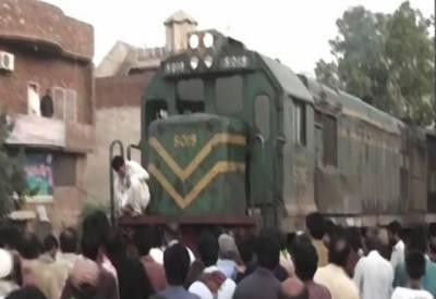 گجرانوالہ: پسند کی شادی نہ ہونے پر دلہا کی ٹرین کے نیچے آکر خودکشی