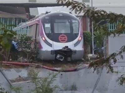 بھارت میں بغیر ڈرائیورچلنے والی میٹرو ٹرین آزمائش میں ہی حادثے کا شکار ہوگئی
