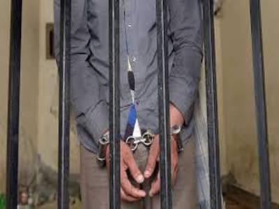 کراچی میں پولیس کیخلاف پیزا ریسٹورنٹ میں کام کرنیوالے ملازم نے عدالت میں درخواست دے دی