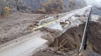 مٹی کے تودےگرنے اور نشیبی علاقے زیر آب آنے سے 8افراد ہلاک ہوگئے