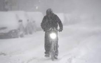 امریکی شہر نیویارک میں لگاتارچھیاسٹھ گھنٹے سے جاری برفباری نے نظام زندگی منجمد کردیا ہے