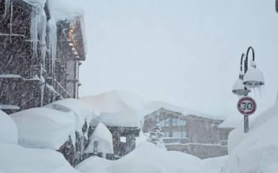 اٹلی میں شدید برف باری نے نظام زندگی درہم برہم