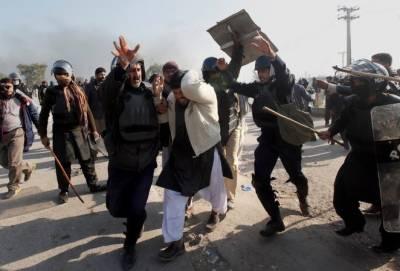 قصور میں معصوم زینب کے اغواء اور قتل کیخلاف شہر میں ہنگامے، پولیس کی ہوائی فائرنگ اور تصادم میں دو افراد جاں بحق