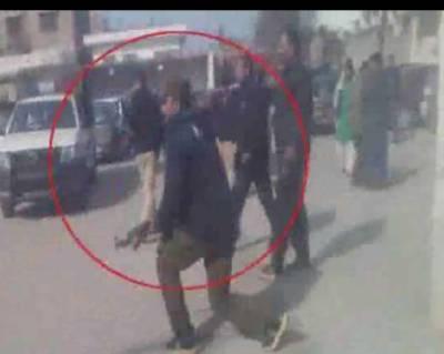 پنجاب پولیس نے مظلوم زینب کے قتل کیخلاف مظاہرہ کرنے والے شہریوں پر گولیاں برسا دیں