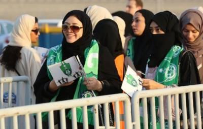 پروفیشنل لیگ میں2مقامی ٹیموں الاهلی اور الاباطن کے درمیان کھیلے گئے اس میچ کو دیکھنے کے لیے خواتین کی نمایاں تعداد نے شرکت کی