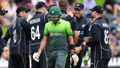 پاکستان کو نیوزی لینڈ کے ہاتھوں تیسرے ون ڈے میچ میں بھی بدترین شکست کا سامنا