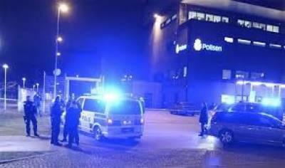 سویڈن میں پولیس سٹیشن پر دستی بم حملہ کیا گیا،متعدد گاڑیوں کو نقصان پہنچا تاہم کوئی جانی نقصان نہیں ہوا