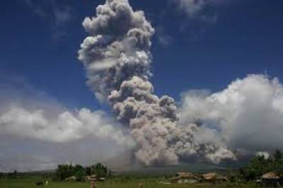 فلپائن میں آتش فشاں لاوا اگلنے لگا جس کے بعد ہزاروں افراد کو محفوظ مقام پر منتقل کردیا گیا