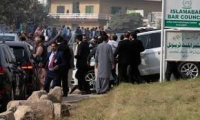 شریف خاندان کی پیشی کے موقع پر احتساب عدالت کے باہر سیکیورٹی کے سخت انتظامات کئے گئے،