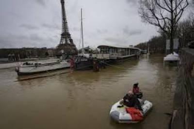 پیرس کے مرکزی دریا میں پانی کی سطح مسلسل بند ہو رہی ہے