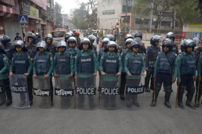 بنگلہ دیش میں قائد حزبِ اختلاف خالدہ ضیا کو کرپشن کے الزامات کے تحت 5 سال کی سزا سنائے جانے کے بعد مظاہرین اور پولیس میں جھڑپیں جاری ہیں