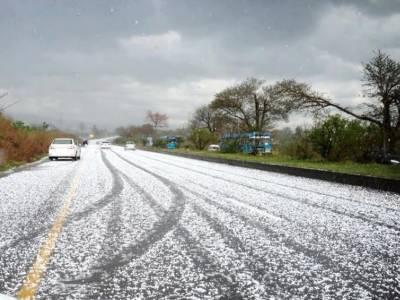 ملک کے مختلف علاقوں میں بارش اور برفباری، سردی میں پھر اضافہ