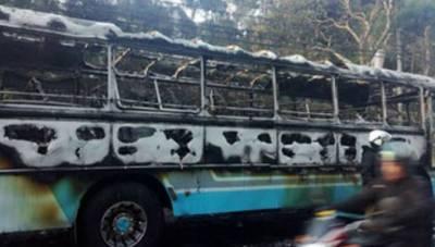 سری لنکا میں، ایک مسافر بس میں ایک دھماکے میں19 افراد12 فوجی اہلکار زخمی ہوئے.