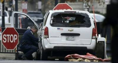 امریکی میڈیا کے مطابق وائٹ ہائوس کے قریب ایک منی وین سیکورٹی رکاوٹ سے ٹکرا گئی