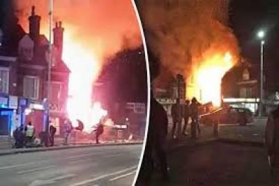 لندن کے شہر لیسٹر میں دھماکہ سے 2عمارتیں تباہ ہوگئیں جبکہ ملبے تلے دب کر 4 افراد زخمی