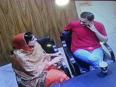 آشیانہ ہائوسنگ اسکینڈل: احد چیمہ سے اہلیہ کی ملاقات کرا دی گئی۔