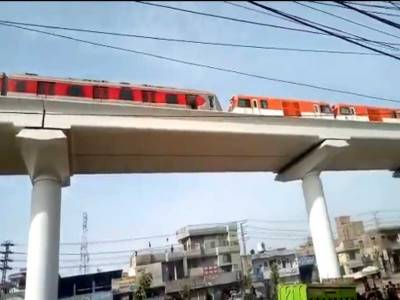 اورنج لائن کےلئے مزید چار ٹرین سیٹ لاہور پہنچ گئے۔ خواجہ احمد حسان