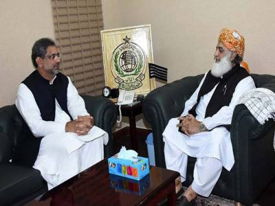 وزیراعظم شاہد خاقان عباسی سے فضل الرحمان کی ملاقات