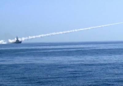 پاک بحریہ اور پاک فضائیہ کا مشترکہ طور پر لانگ رینج اینٹی شپ کروز میزائل فائر کرنے کا کامیاب مظاہرہ