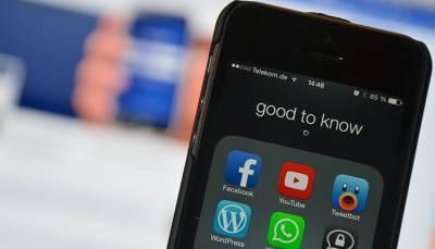 انٹرنیٹ ، فیس بُک ، یو ٹیوب اور وٹس اپ کے استعمال نے نوجوانوں کے اخلاق کو تباہ کرنا شروع کردیا۔ شیخ ابو حسان سواتی
