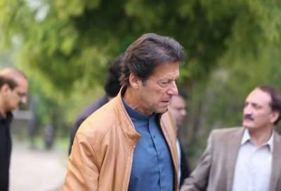 میری جنگ عوام کا پیسہ چوری کرنے والے ڈاکوئوں سے ہے۔ عمران خان